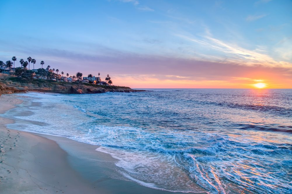 What better place could there be to eat than on the beach in San Diego – Shutterstock